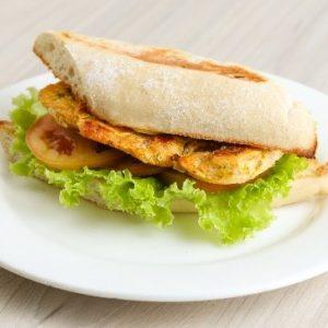 almuerzo empresarial sanduche de pollo